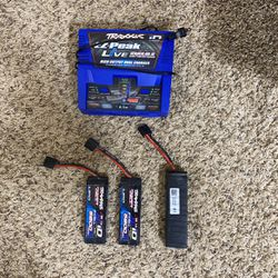 Traxxas Ez-Peak Live Dual charger and 2 2s 5800 MAH battery's and One 4s 5000 MAH battery Thumbnail