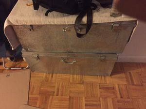 Metal trunk....have 4 of them for Sale in New York, NY