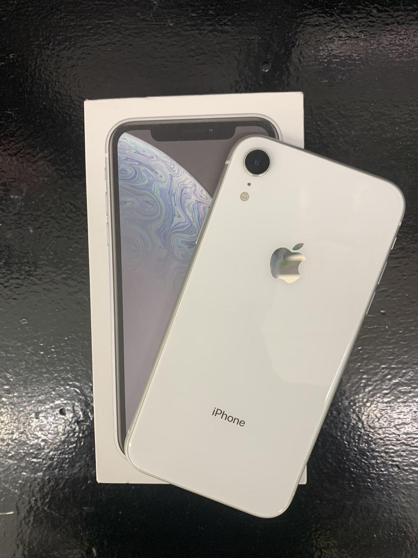 IPHONE XR 64 GB UNLOCKED
