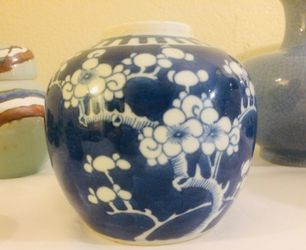 Old Chinese Jar. Thumbnail