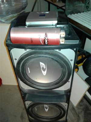 Alpine 600 watt amplifier with 2 12 inch subs in box with 1 farad capacitor for Sale in Walkersville, MD