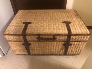 Antique design coffee table with storage for Sale in Salt Lake City, UT