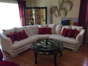 Off white couch/sectional for Sale in Oxon Hill, MD