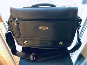 Eddie Bauer Messenger Bag Computer Crossbody Gray Organizer Briefcase Padded for Sale in Leesburg, VA
