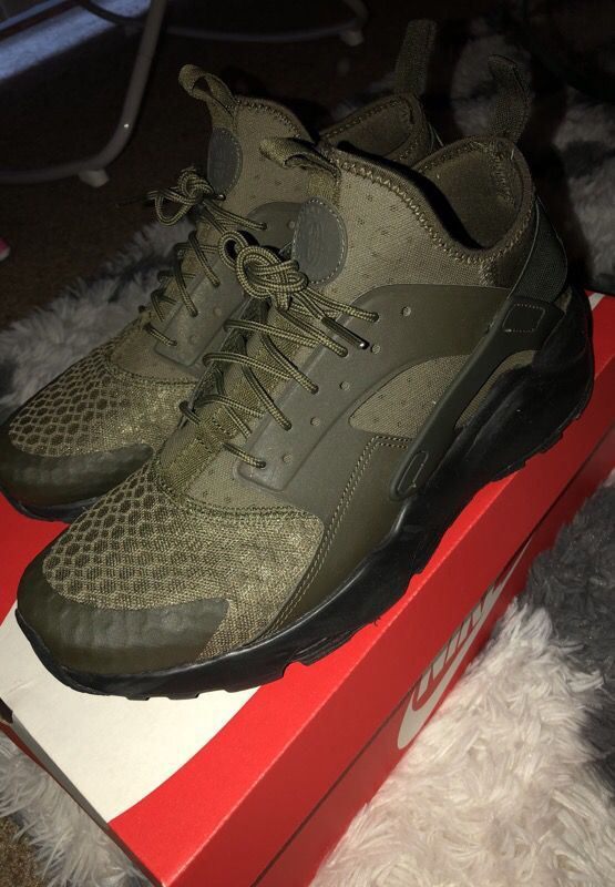 1b26d18eb37c NIKE AIR HUARACHES RUN ULTRA ARMY GREEN SIZE 9 for Sale in Bailey s ...