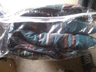 Queen size comforter excellent condition Thumbnail