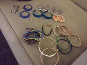 Photo Lot of costume jewelry