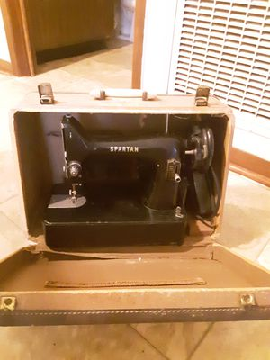 Photo Antique 1960s Spartan sewing machine with case
