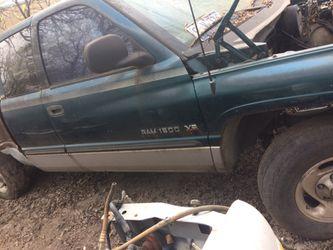 99 Dodge 150 no motor para partes Thumbnail