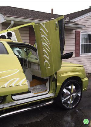 2003 custom Cadillac Escalade Esv for Sale in Columbus, OH