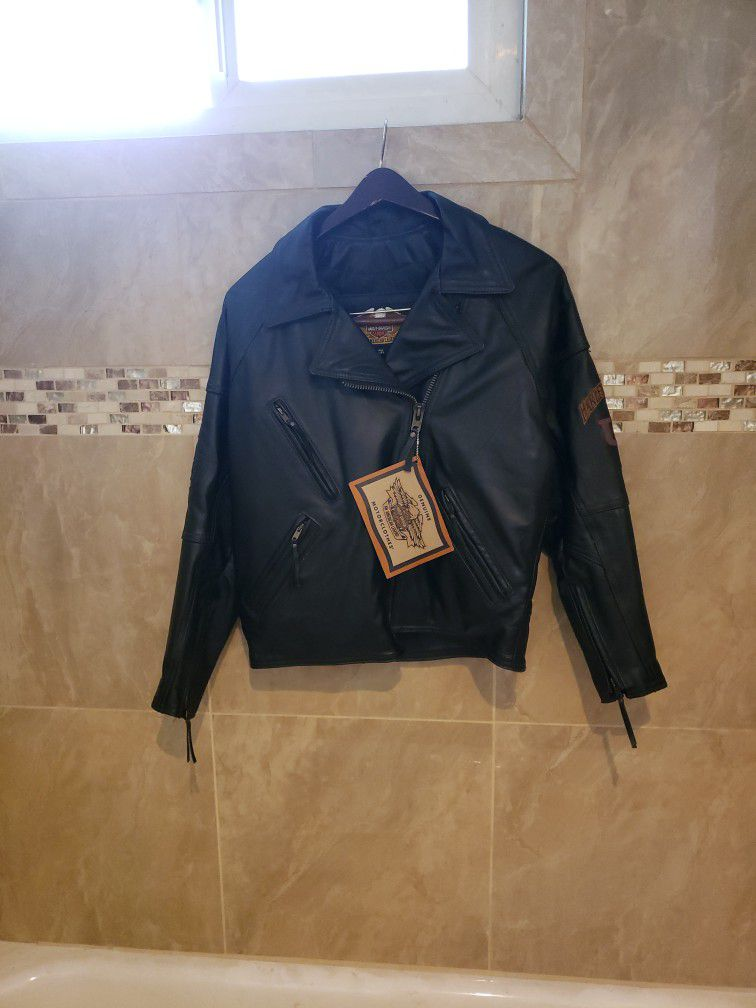 Womens Harley Owners Jacket. It's a VINTAGE STYLE fully insulated Jacket. BEAUTIFUL-NEVER WORN. Costs $800 at the Harley dealerships.  Original Tag