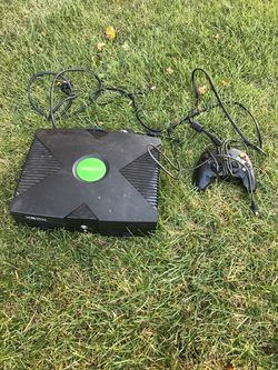 Original Xbox with games and controller Thumbnail