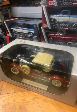 1930 Packard Boattail speedster convertible 1:18 scale diecast collectible Thumbnail