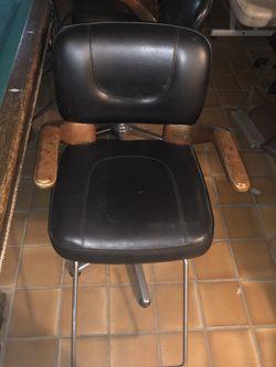 Hair styling Chair Thumbnail