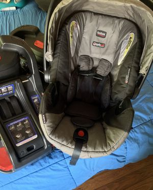 Britax Infant car seat w/2 bases for Sale in Gainesville, VA