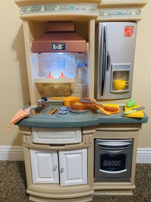 Photo Step 2 play kitchen