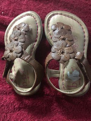Vendo estas sandalias para niña son size 5 for Sale in Oxon Hill, MD