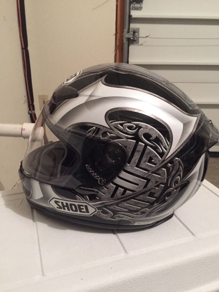 Photo Shoei RF 1000 motorcycle helmet