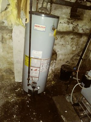 Hot water tank 40 gallon (gas) for Sale in Philadelphia, PA