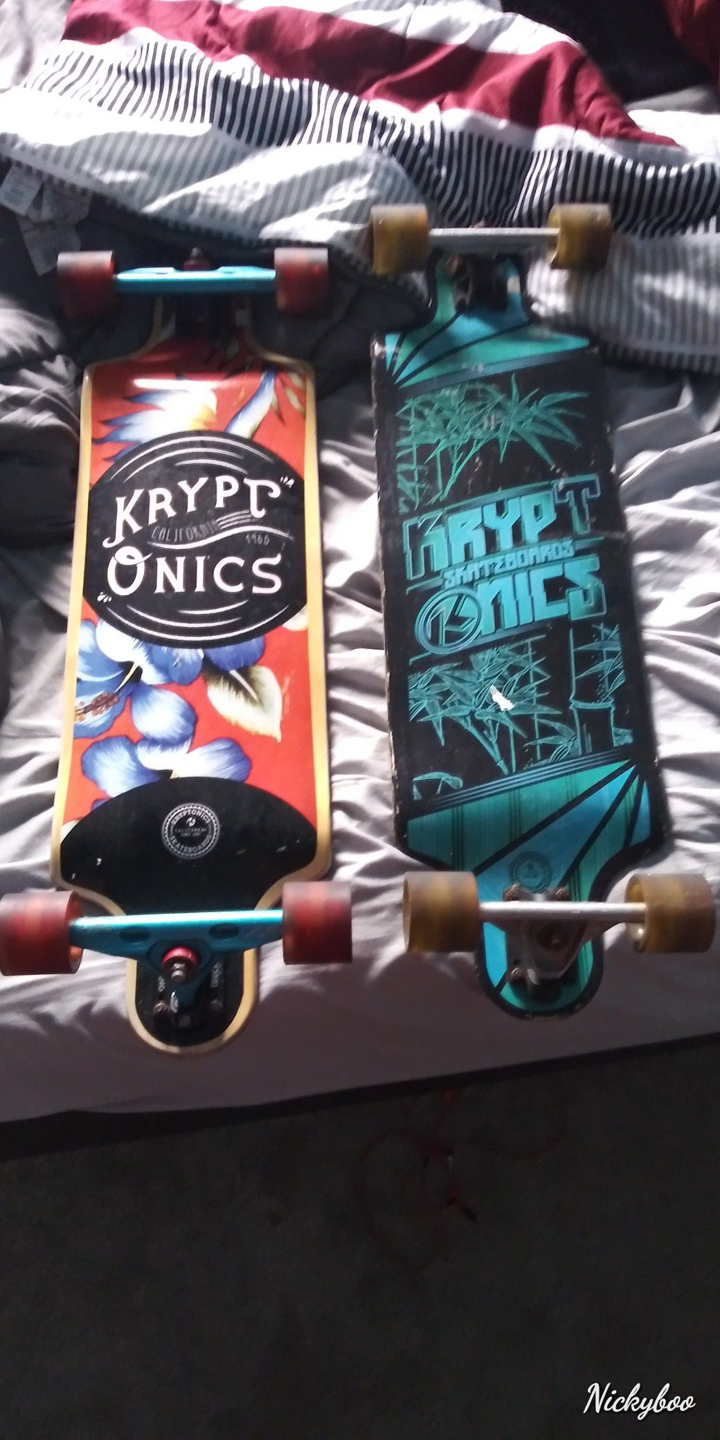 I'm selling 3 skate boards for $ 180