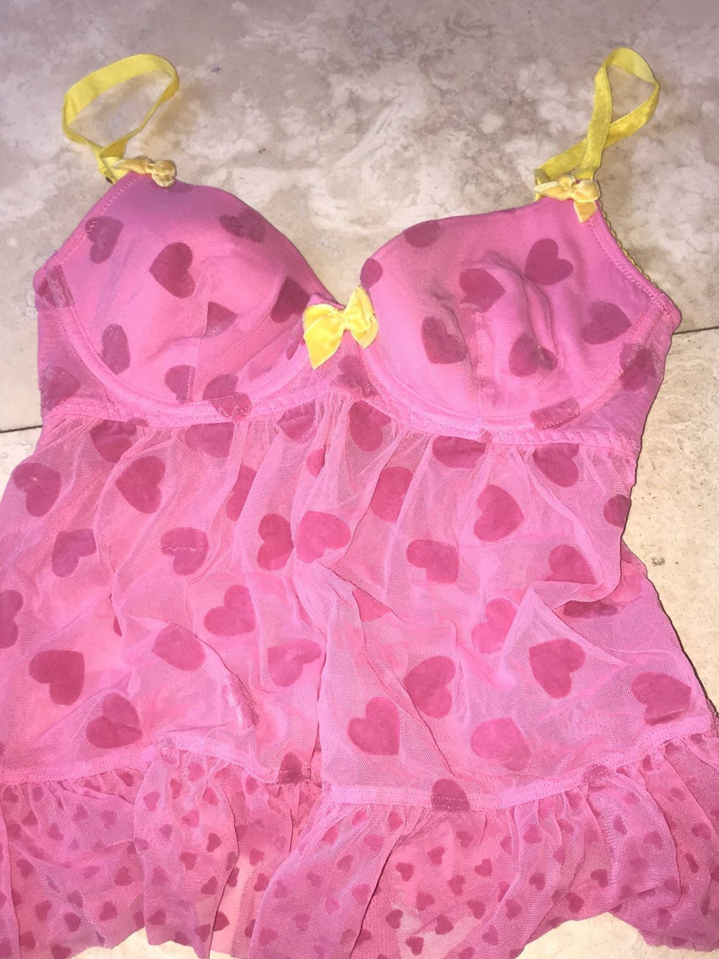 Victoria Secret lingerie pieces size small and Medium never worn !!!