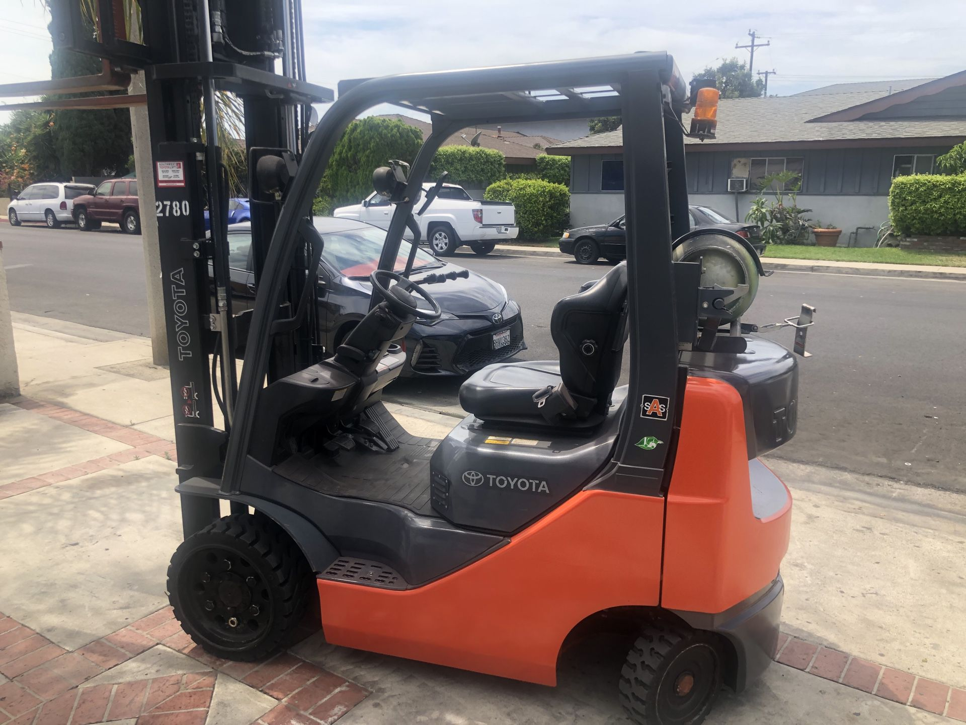 2012 Toyota forklift three stage mast side shift pneumatic tires 4000 lbs
