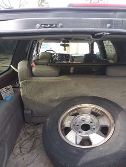 2000 Chevrolet Suburban Thumbnail