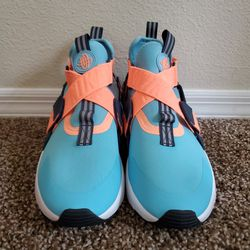 Nike Huarache Size 6Y Thumbnail