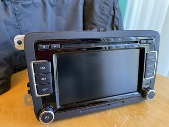 2010 - 2015 Volkswagen OE Touch Screen Radio 6 Disc Changer XM RCD-510 - $150 Thumbnail