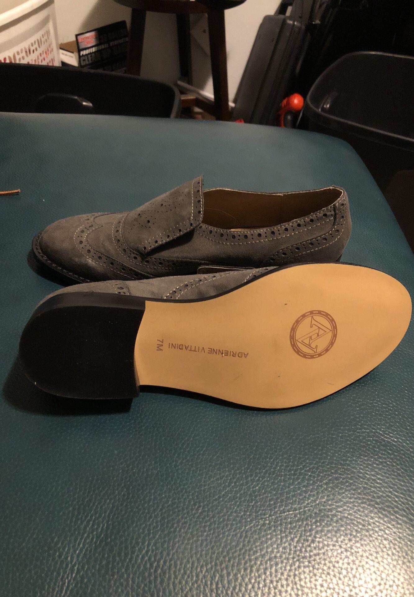 Women's New never worn grey flat Adrienne Vittadini size 7M