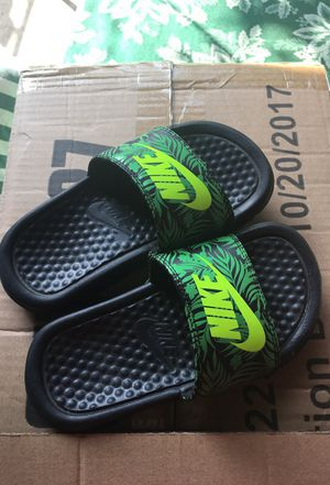 Nike kids slides never been used for Sale in Los Angeles, CA