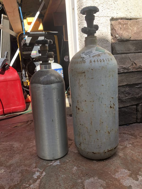 2 small co2 tanks for Sale in Fallbrook, CA - OfferUp
