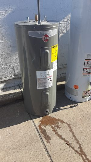 Photo 40 gal electric or gas water tank