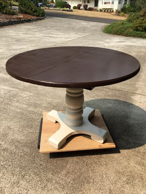 Old-school pedestal table for Sale in Gig Harbor, WA