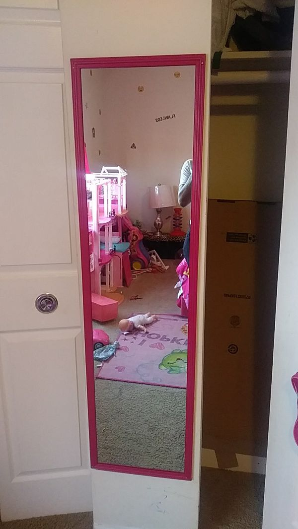 Little girl\'s pink mirror. Pink toddler bed and dresser with mirror ...