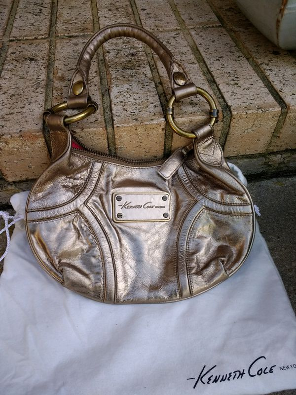 3cc564b387f28 Kenneth Cole purse for Sale in Arlington, TX - OfferUp
