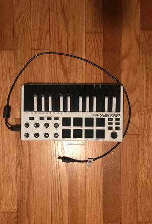 Mini MIDI Keyboard For Music Production (9/10 Condition) for Sale in Baltimore, MD