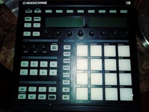 Mischine beat machine like new for Sale in Detroit, MI