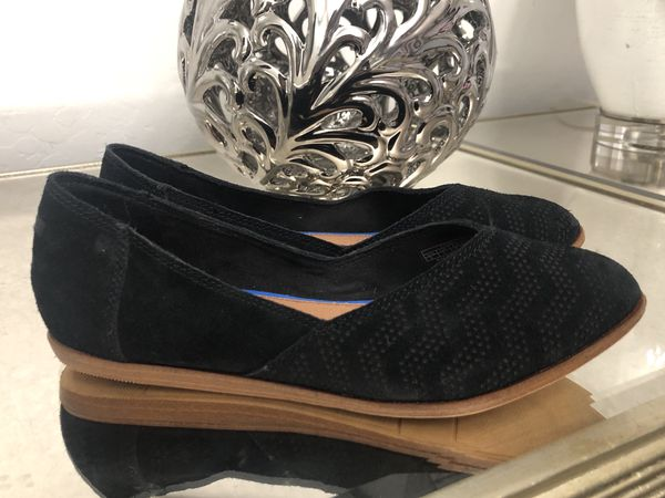 11f6fb78a64 Toms Jutti Chevron Pattern Suede Flats Women s Size 5 (Clothing   Shoes) in  Tolleson