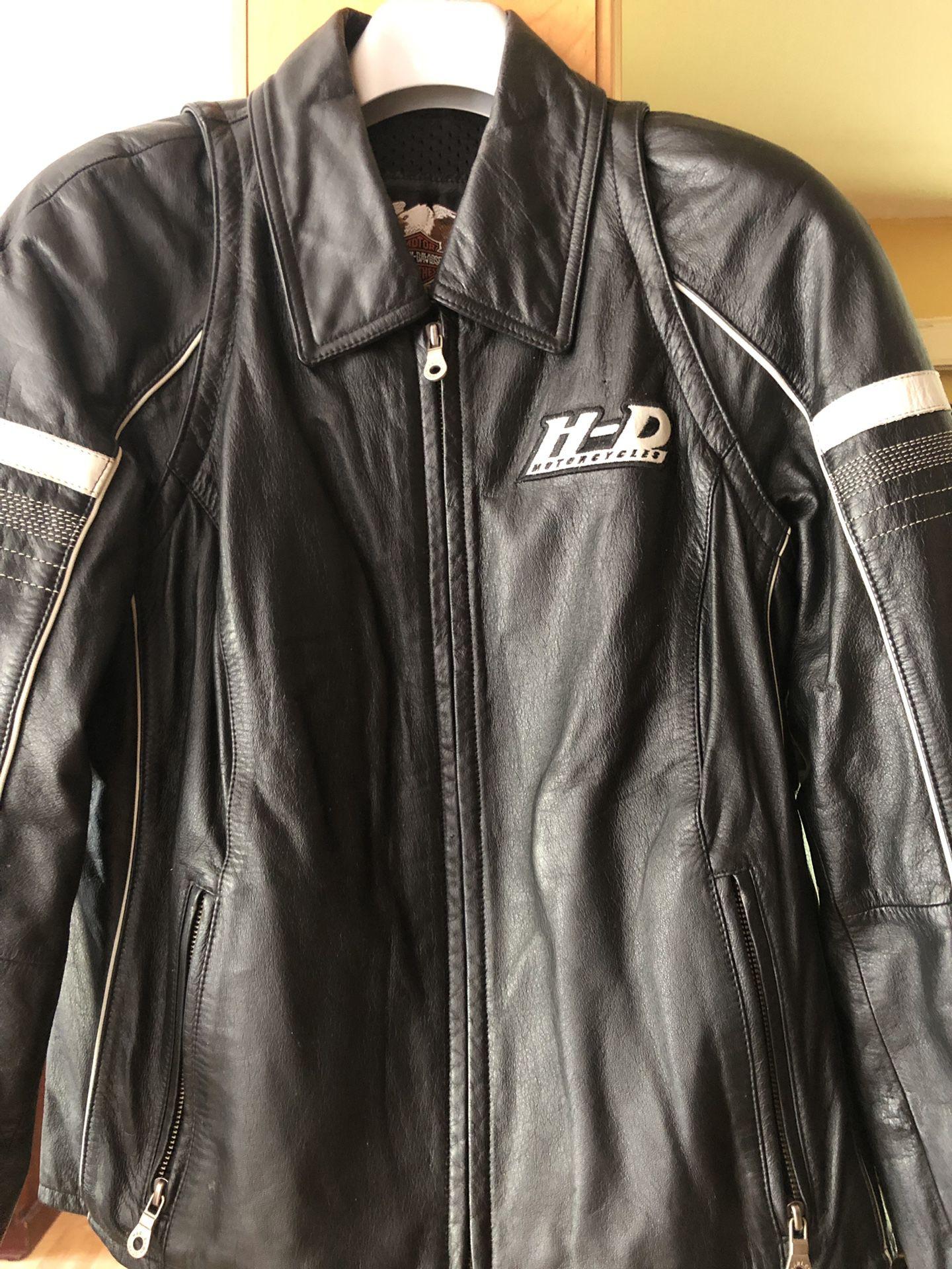 Photo Womens size medium Harley Davidson leather jacket