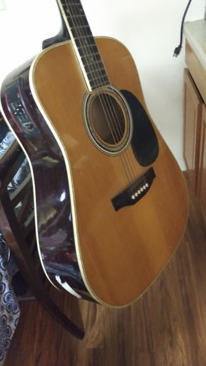 Photo American Legacy Electric Acoustic Guitar
