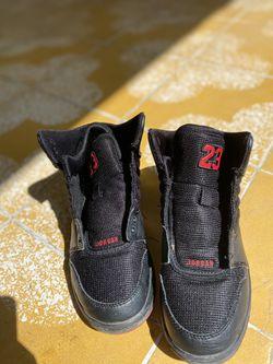 Jordan shoes boy size 4.5 Thumbnail