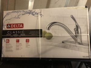 Delta single handle kitchen faucet for Sale in Chillum, MD