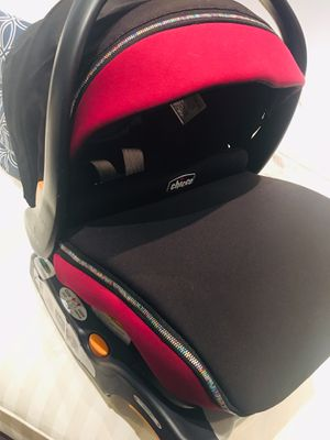 Chicco Keyfit30 black and burgundy Preowned for Sale in Miami, FL