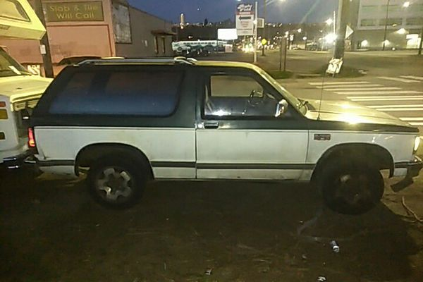 Chevy S10 Blazer 87 V6 4 wheel drive automatic have nerf bars for sight and  brush guard for front for Sale in Seattle, WA - OfferUp