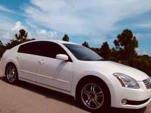 Photo Nissan Maxima white 2004. $800