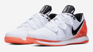 Nikecourt Vapor X Kyrie 5 for Sale in Tacoma, WA