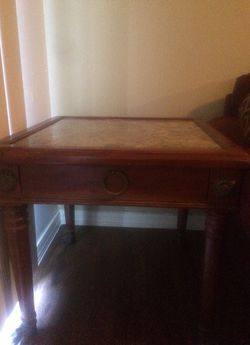 Marble end table great condition Thumbnail