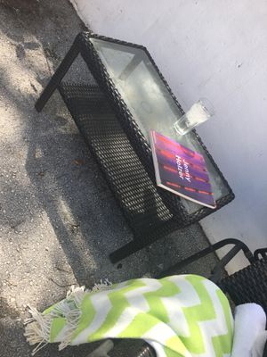 Chaise lounge amd coffee table for Sale in Miami, FL