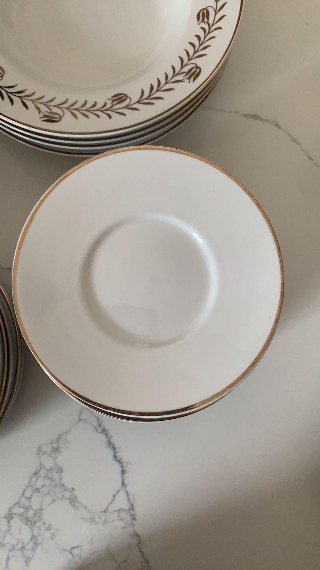 Martha Stewart every day 20 piece dinnerware set